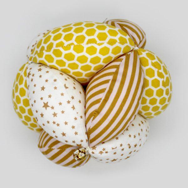 Желтый мяч Такане