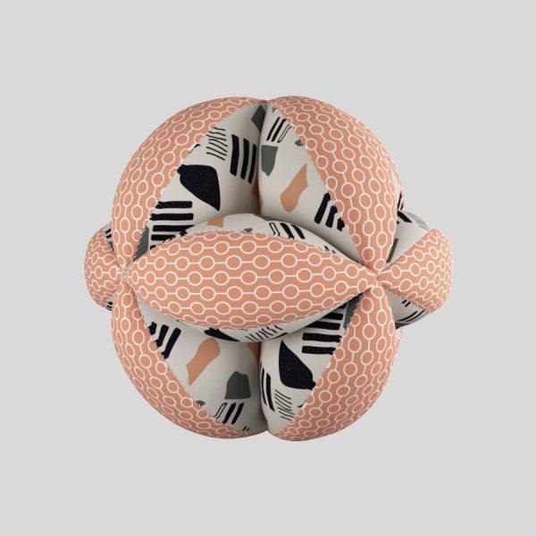 Мячик Такане с геометрическими фигурами