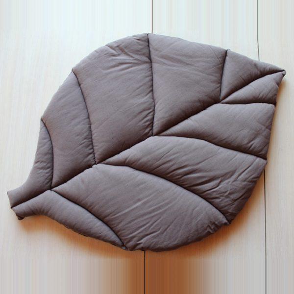 Игровой коврик листик коричневый