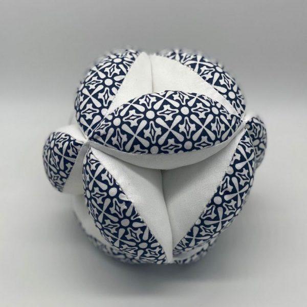 Мячик такане сине-белый