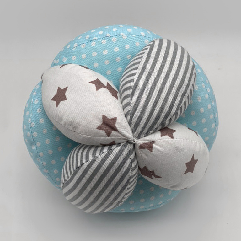 Мячик Такане черно-белый маки