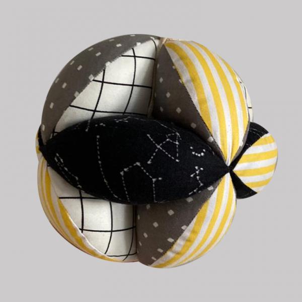 Мячик Такане черно-желтый с полосками