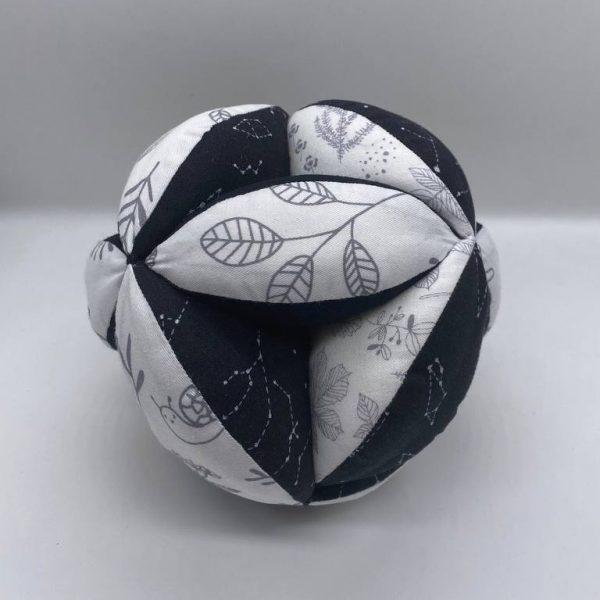 Мячик Такане черно-белый
