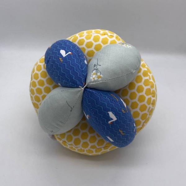 Мячик Такане сине-желтый с лебедями